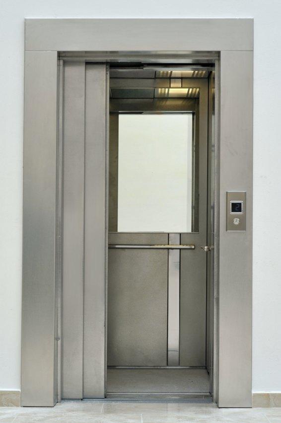 Двери из текстурированной нержавеющей стали